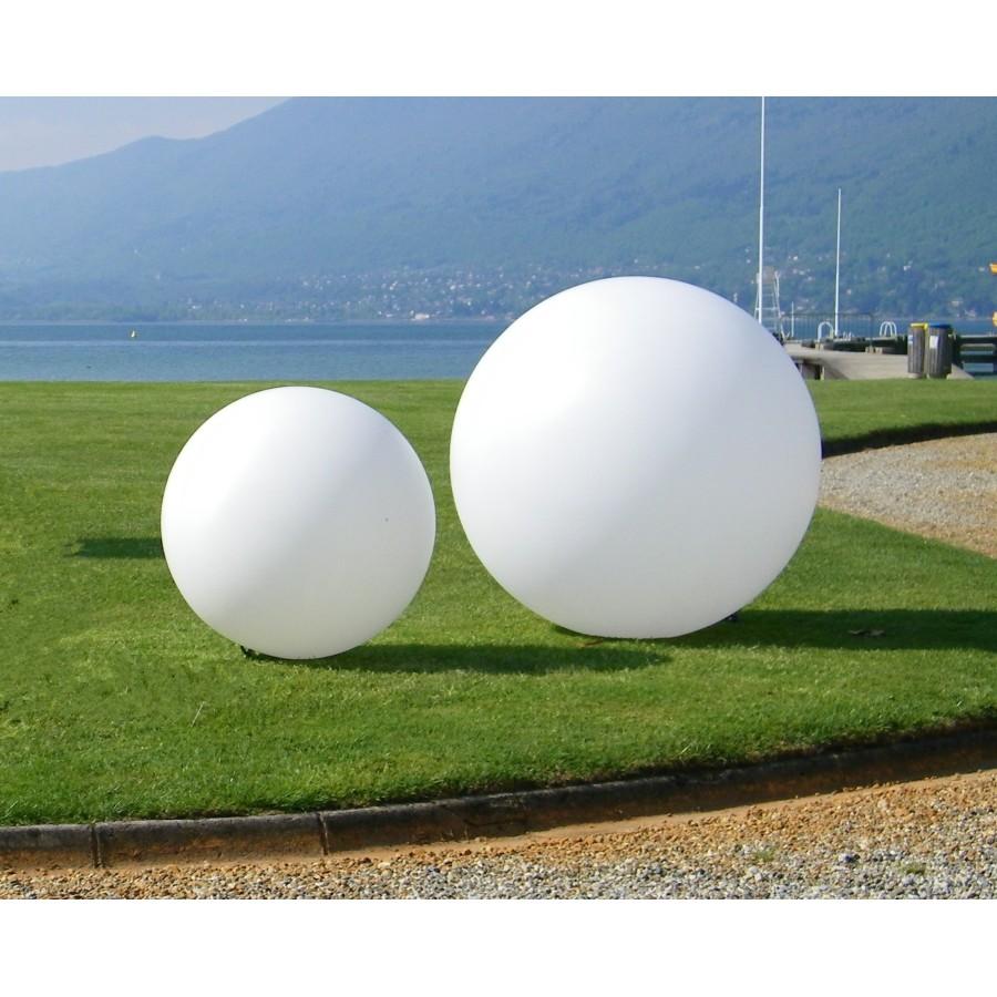 Sphère lumineuse pour la mise en valeur de votre piscine
